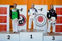 Nejúspěšnější závodnicí Karate klubu Kadaně a Klášterce byla Krystýna Tesařová (na snímku na nejvyšším stupni).