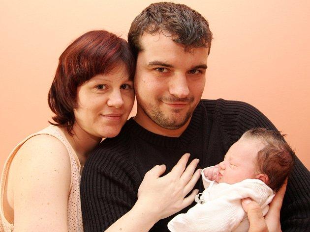 Kateřina a Tomáš Umlaufovi z Kadaně s malou Bárou, která přišla na svět v chomutovské porodnici.