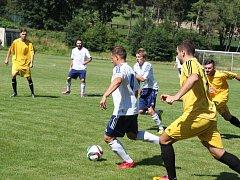 Kapitán Pavel Heier vyváží míč v utkání se Střekovem.