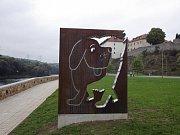Nábřeží v Kadani dostalo název po známém knižním hrdinovi. Jeho autor, Rudolf Čechura, blízko Kadaně bydlel