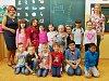 Žáci 1. A Základní školy Písečná v Chomutově s paní učitelkou Ivetou Gobbiovou a asistentkou Romanou Spínovou.