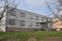 Bývalá ubytovna v ulici Kosmonautů.