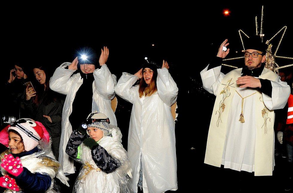 Obří kometa, andílci a mudrcové prošli Kláštercem