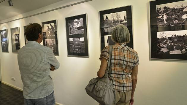 Fotoreportér Deníku Miroslav Rada vystavuje v galerii Kryt v Klášterci nad Ohří poslední okamžiky odsunu sovětských vojsk z Ralska a Bohosudova.