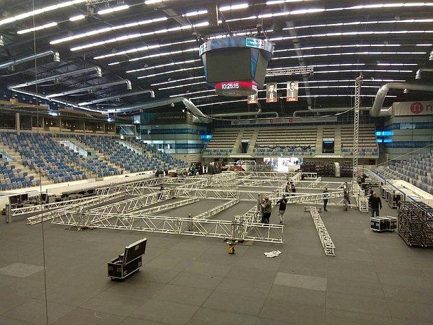 V chomutovské SD Aréně se připravují na velký koncert už od víkendu.