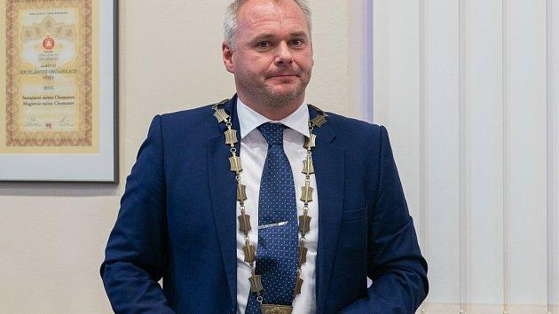 Primátorem Chomutova zůstává Marek Hrabáč.
