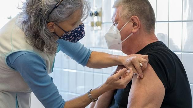 Nemocnice Kadaň začala v sobotu 6. března s hromadným očkováním proti covidu-19.