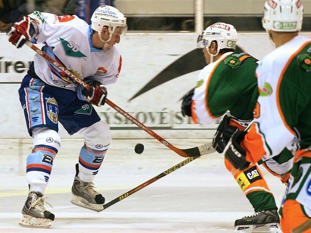 Snímek ze zápasu KLH Chomutov s HC Most.