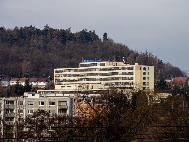 Budova nemocnice spoliklinikou vKadani.