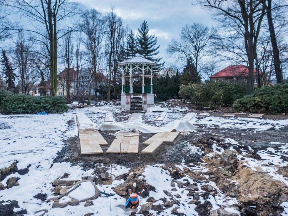 Altánek v chomutovském městském parku během rekonstrukce a úprav okolí v březnu 2018