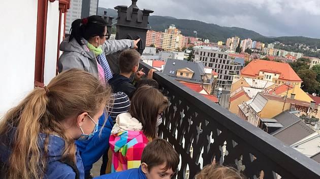 Výuka třeťáků z Kadaňské na Městské věži Chomutov.