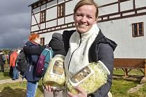 Posledních pět let nevynechala příležitost, aby si zajela na Lesnou pro čerstvě našlapané zelí Lucie Šimoňáková z Jirkova.