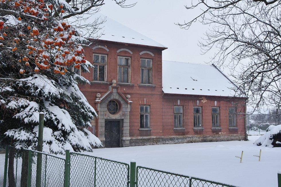 V bývalé škole chce obec vybudovat byty.