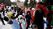 Stovky lidí křižovaly svahy Alšovky v maskách.