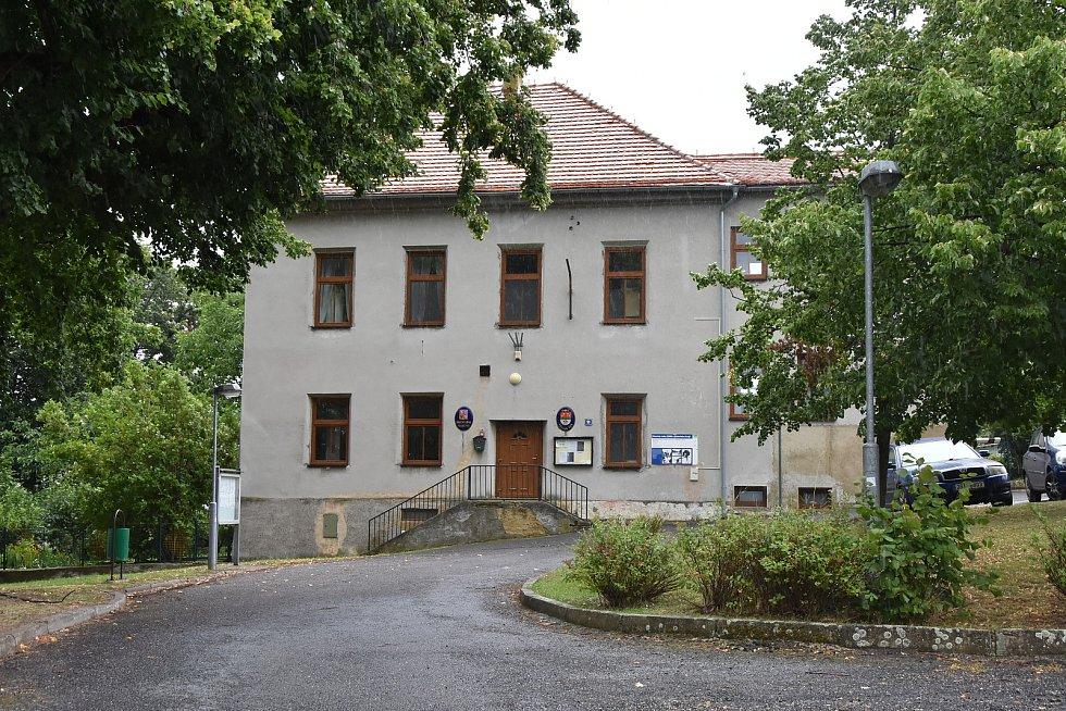 Starosta Veliké Vsi úřaduje v budově v Podlesicích.