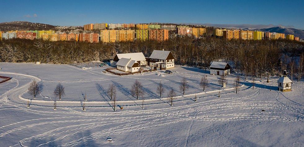 Pohled na Skanzen Stará Ves v Chomutově uprostřed letošní krásné bílé zimy. (15.2.2021)