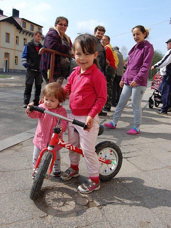 """Pětiletá Kájinka má ještě šest sourozenců a bydlí na """"špatné straně"""" Prunéřova"""