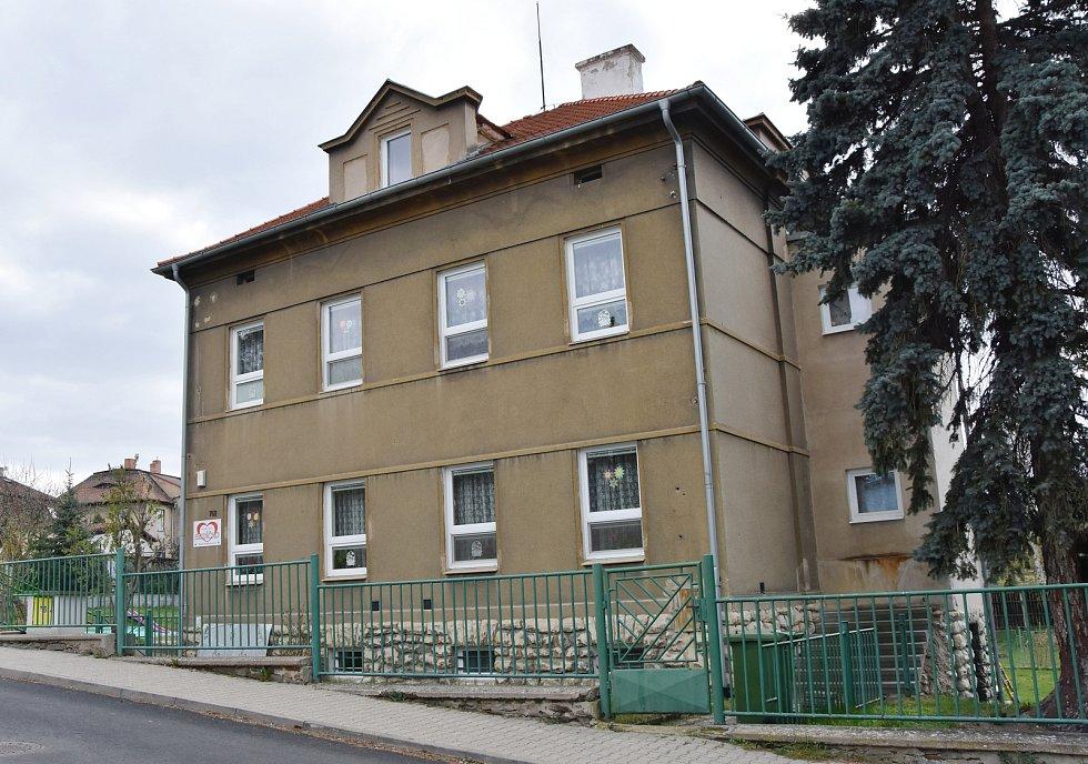 Školka Srdíčko sídlí v domě z roku 1953.