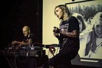 Jednou z kapel, které v kině Praha vystoupí, je duo Youth Code z Californie na snímku.