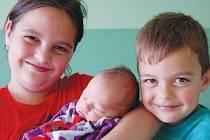 Marcelka Navrátilová se svou o deset let starší sestrou Adriankou a pětiletým bráškou Tomáškem. Na svět ji přivedla paní Andrea Navrátilová z Jirkova. Narodila se v chomutovské porodnici 3. 6. v 10:08 hodin s mírou 47 cm a váhou 2,850 kg.