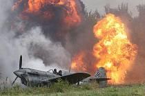 Pyrotechnické efekty dodávaly válečné ukázce realistický náboj.