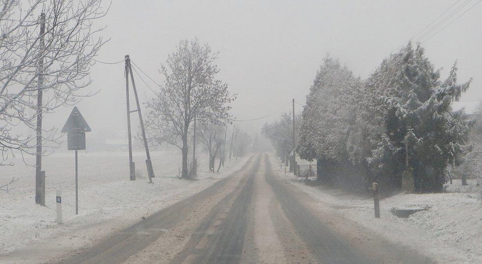 Ilustrační snímek. Špatně sjízdná silnice.