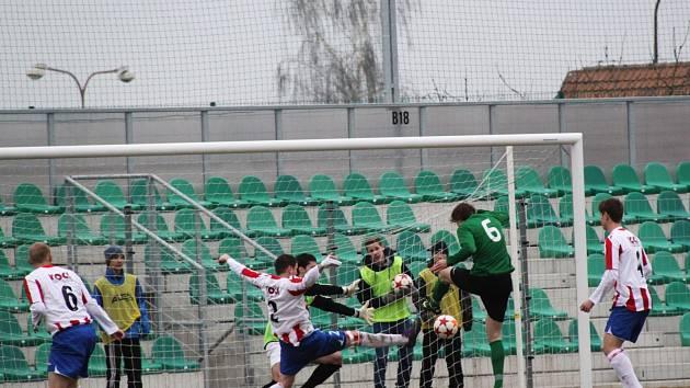 Z fotbalového utkání FC Chomutov - FC Písek
