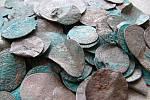 Kralupský depot se stříbrnými mincemi ze 17. století.
