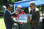 Vydavatelé Josef Šporgy, Otta Macák a autor knihy Gerald Bretfeld.