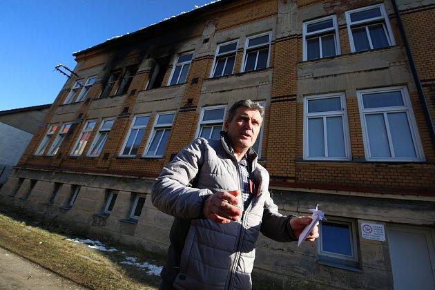 Místostarosta Vejprt Vlastimír Volín, který pomáhal se záchranou lidí zhořícího domova pro mentálně postižené.