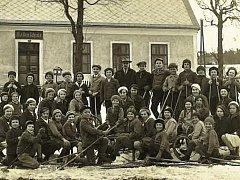 Blatno, jako většina horských vesnic nemá většinou v zimě nouzi o sníh. Zdatnost v lyžování a sáňkování je proto přímo nutností, jak ukazuje snímek z 30. let minulého století.