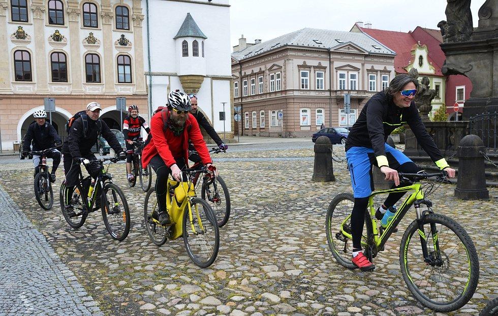 Cyklisté se vydali na májovou jízdu přes Kadaň.