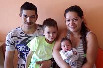 Izabela Kefurtová se narodila 12. června 2017 v 8.00 hodin rodičům Márii Moravcové a Radku Kefurtovi z Chomutova. Měřila 51 cm a vážila 3,35 kg. Přivítat ji přišel i bráška Nikolas.