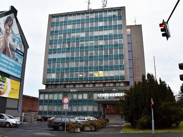 Sídlo chomutovské policie v Riegrově ulici na sedm měsíců obsadí stavaři.