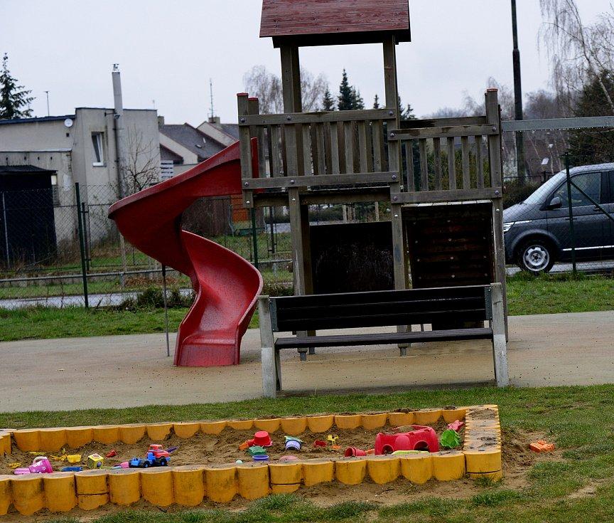 Chomutovská hřiště se otevřela, víc než děti ale lákají sportovce.