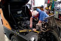 Oprava vozového parku chomutovských technických služeb.