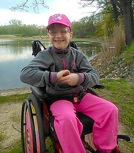 Letošní ročník Cesty proti bolesti podpoří sedmiletou Míšu Bernardovou zOtvic. Rodina by pro ni chtěla pořídit rehabilitační vozík.