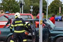 Dopravní nehoda dvou osobních aut v Potoční ulici v Chomutově.