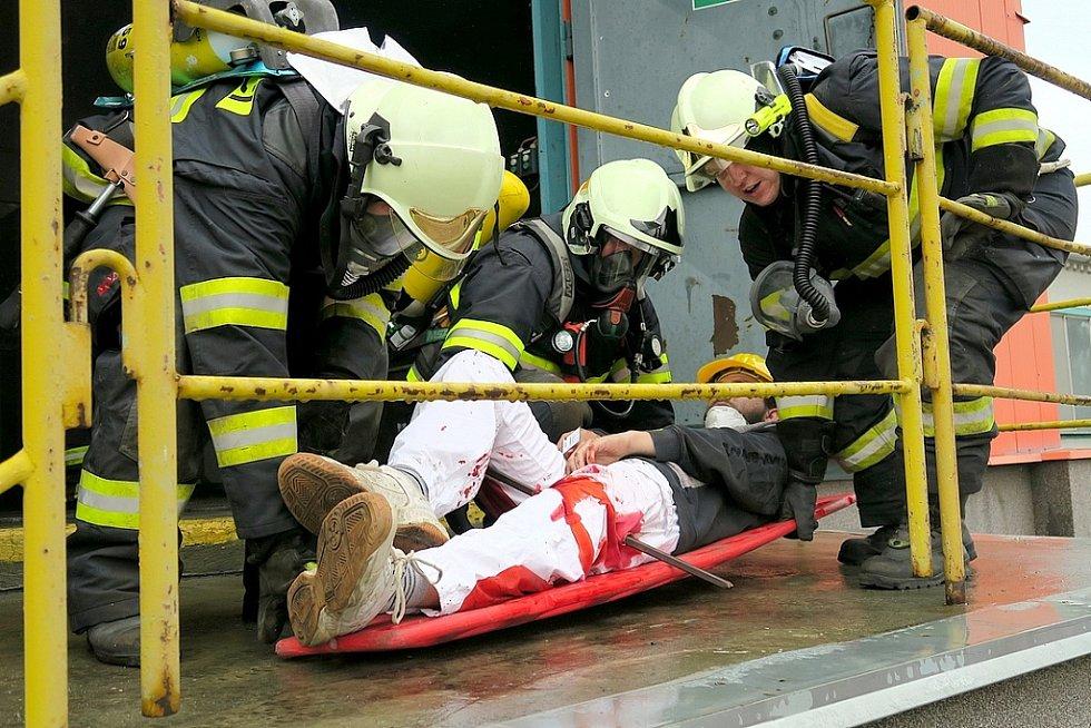 """Jeden z """"údržbářů"""" měl zaseklou tyč ve stehnu levé nohy"""