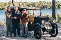 Na Kamencovém jezeře, v budově radnice nebo v Údlicích u Chomutova se natáčí film Praga pana Příhody.