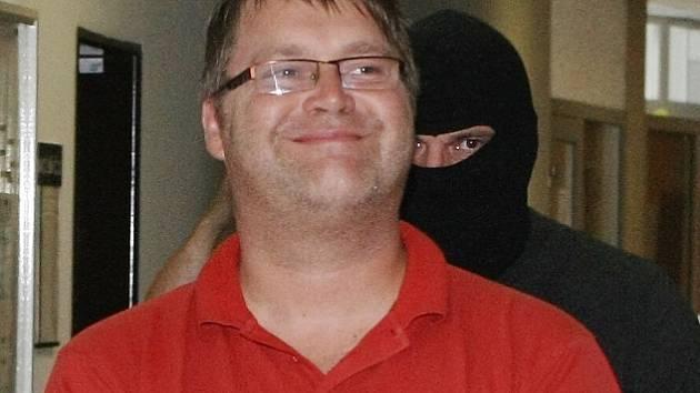 Pavel Karel Markvart na chodbě soudu při loňském rozhodování o vazbě.