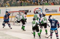 Utkání Mladé Boleslavi (v bílo zeleném) proti Chomutovu