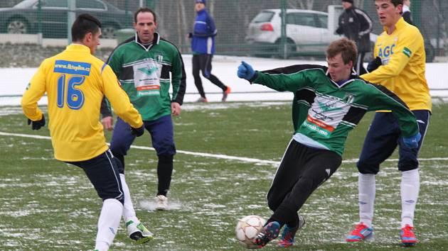 FC Chomutov (v zeleném) porazil v přípravě juniorku Teplic 1:0