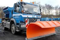 Nový vůz je velkým pomocníkem při údržbě města. Pomáhá v zimě i v létě.