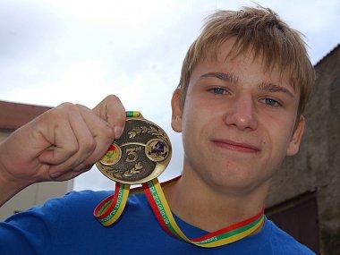 Lukáš Kříž s medailí z ME do 17 let