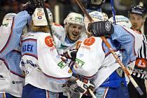 Semifinále první ligy v ledním hokeji se tentokráte přesunulo na led chomutovského zimního stadionu.