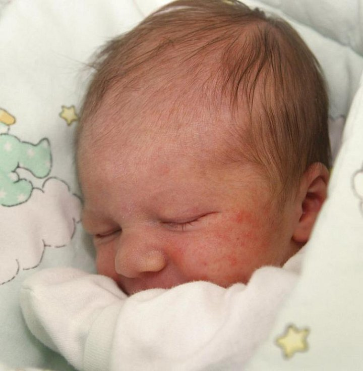 Nikol Asbóthová z Chomutova porodila 2. srpna v 9.58 hodin syna Daniela. Malý vážil 3,6 kilogramu a měřil 55 centimetrů.