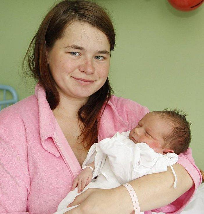Dceru Terezku Jakešovou porodila 2. srpna ve 22.02 v chomutovské nemocnici Zuzana Erretová z Jirkova. Malá měřila 50 centimetrů a vážila tři kilogramy.