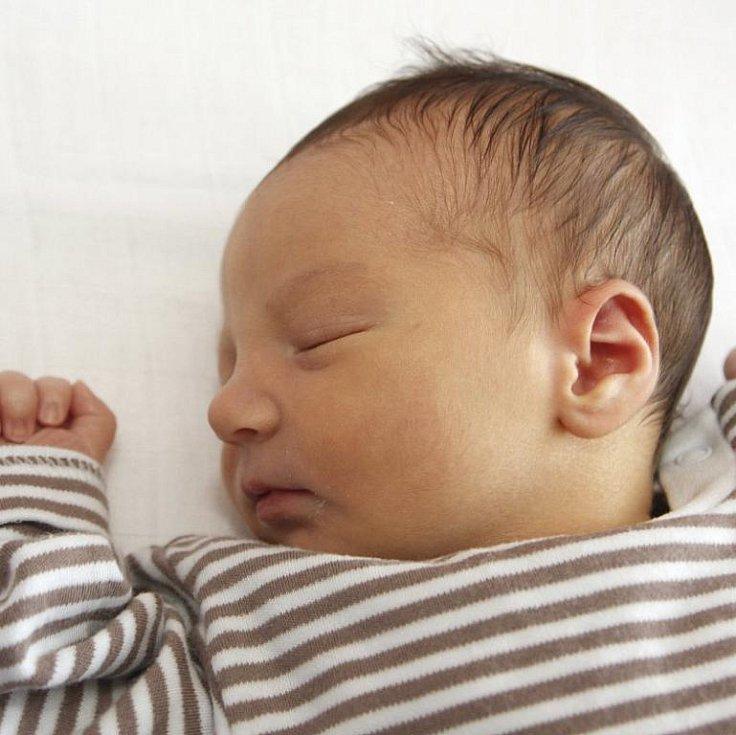 Lucie Žáčková z Chomutova z Chomutova přivedla 2. srpna v 11.59 hodin na svět syna Michala Váchu. Malý Míša se narodil v chomutovské porodnici 3,45 kilogramu vážící a 53 centimetrů měřící.