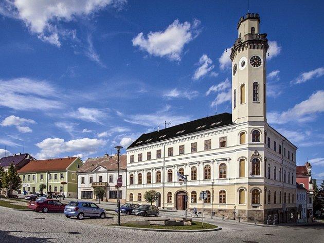 Radnice vKlášterci nad Ohří